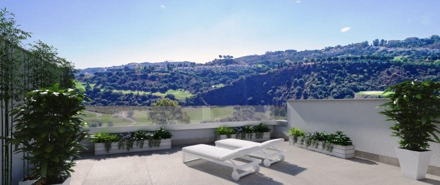 Ruim terras met panoramisch uitzicht op de golfbaan van La Cala Resort