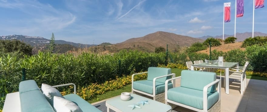 Apartments with large terraces and panoramic views over the golf course and the Mijas mountain range