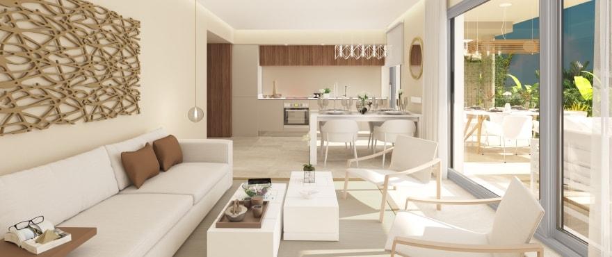 Rommelig stue med gode lysforhold og panoramautsikt over golfbane