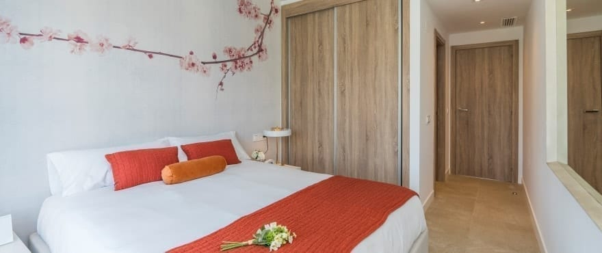 Bright spacious bedroom in a peaceful location, La Cala Golf Resort