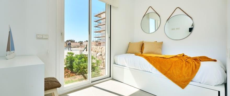 Ljusa sovrum i de nya Compass-lägenheterna