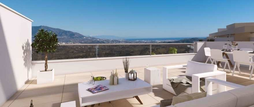 Lägenheter med stora terrasser och panoramavyer äver golfbanan och Mijas-bergen