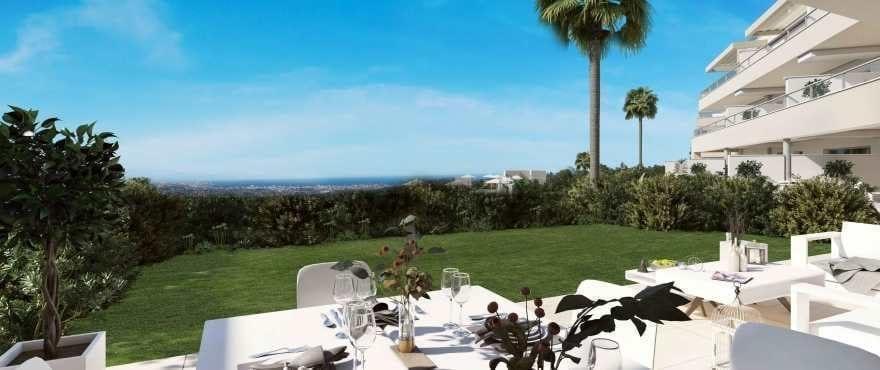 Appartementen met ruime terrassen en panoramisch uitzicht op de golfbaan en de bergketen van Mijas