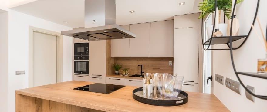 Integrerat vardagsrum och kök, i den nya utveckligen till salu i Harmony