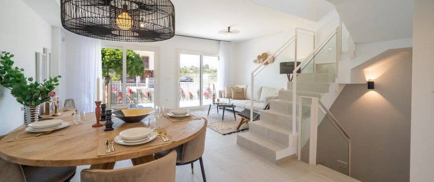 Townhouses in Elche, Alicante: Livingroom with direct access to the terrace