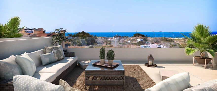 Nuevas adosados con solárium con vistas en Cala Estancia, Mallorca