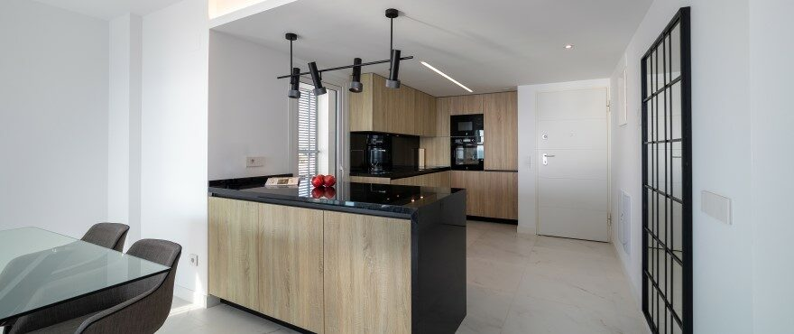 Luminous kitchen at Posidonia. Punta Prima, Torrevieja