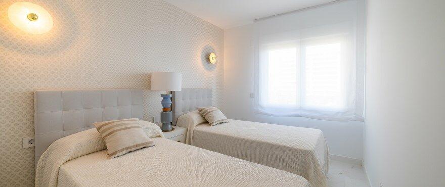 Luminous bedroom in Punta Prima, Torrevieja